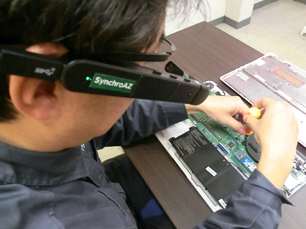 精密機械の修理【遠隔作業支援スマートグラスSynchroAZ(シンクロアイズ)】
